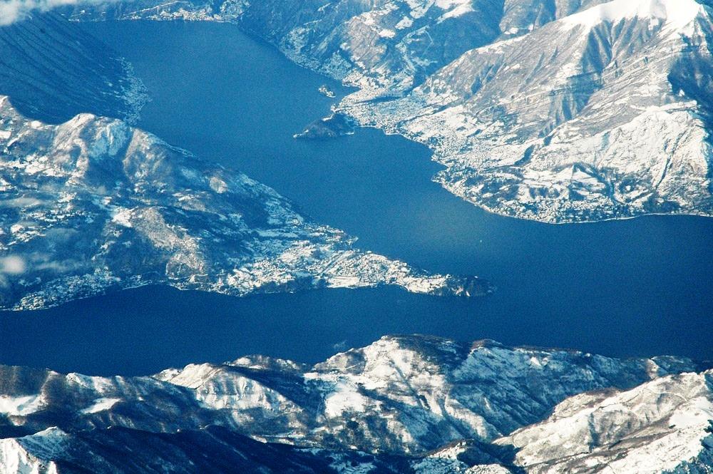 Bellagio. Sullo sfondo, a destra, la punta Balbianello e la piccola Isola Comacina.