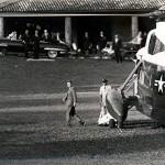 30-06-1963, Bellagio prato della Sfondrata di Villa Serbelloni. JF Kennedy scende dall'elicottero che lo ha portato dalla Malpensa da dove era arrivato da Berlino