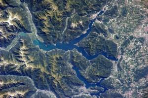 lago di como dallo spazio