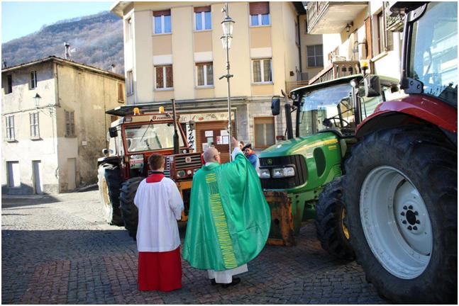 Trattori, incanto e falò: grande festa a Barni in onore del Santo più venerato dell'inverno