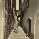484px-Brogi,_Carlo_(1850-1925)_-_n._10120_-_Lago_di_Como_-_Bellagio_-_Via_del_Monastero